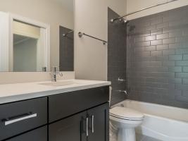 thumb_293_031_Bathroom.jpg