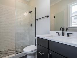 thumb_297_021_Bathroom.jpg