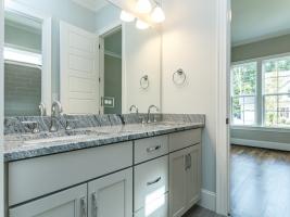 thumb_301_024_Bathroom.jpg