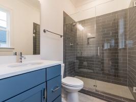thumb_307_020_bathroom.jpg