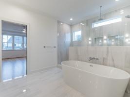 thumb_307_027_Bathroom.jpg