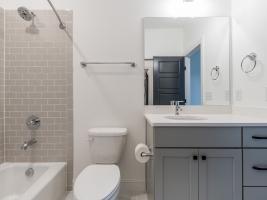 thumb_307_033_Bathroom.jpg